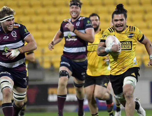 Hurricanes end Reds' trans-tasman campaign with huge win